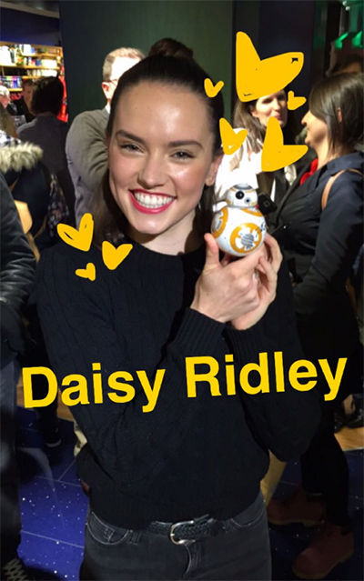 Daisy Ridley posing with BB-8